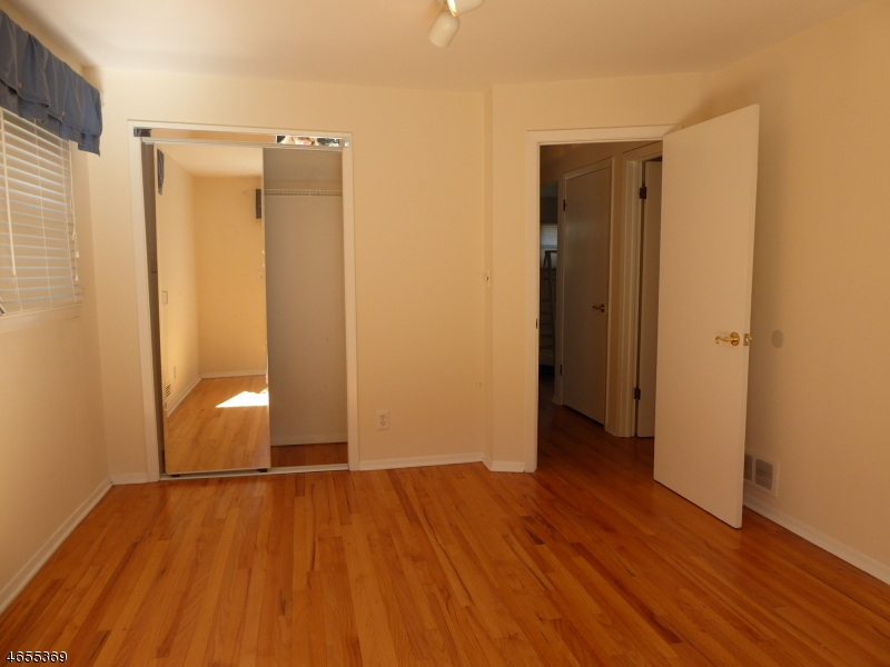 Additional photo for property listing at 124 W Hanover Ave Apt 1  莫里斯平原, 新泽西州 07950 美国