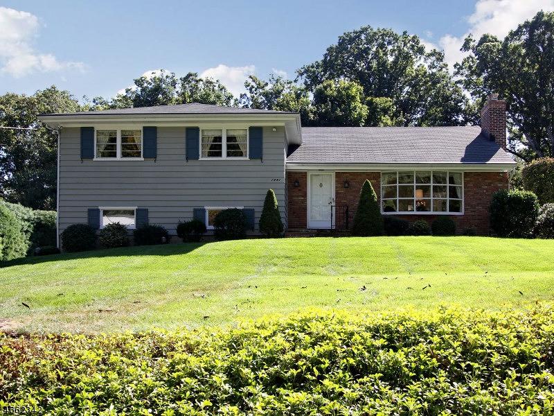 Частный односемейный дом для того Продажа на 1483 DEER PATH Mountainside, Нью-Джерси 07092 Соединенные Штаты