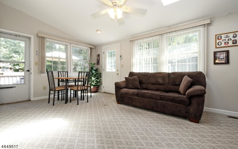 Additional photo for property listing at 54 Perry Street  Whippany, New Jersey 07981 États-Unis