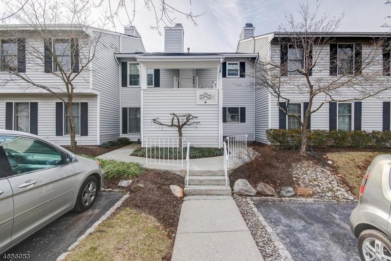 Casa Unifamiliar por un Alquiler en 306 Sparrow Court Three Bridges, Nueva Jersey 08887 Estados Unidos