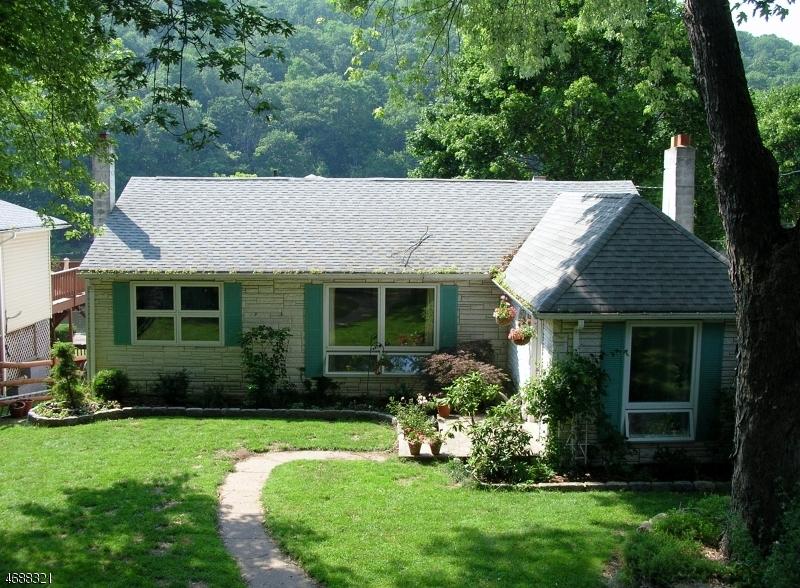 独户住宅 为 销售 在 78 Lakeside Avenue 斯德哥尔摩, 新泽西州 07460 美国