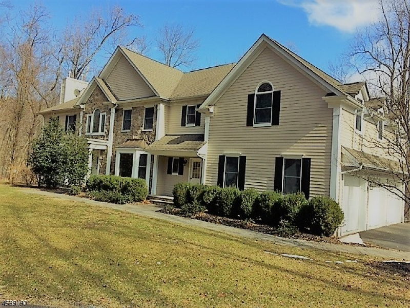 Single Family Home for Sale at 2 Olde Forge Lane Hampton, 08827 United States