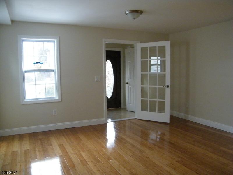Частный односемейный дом для того Аренда на 1352 Camden Court Union, Нью-Джерси 07083 Соединенные Штаты