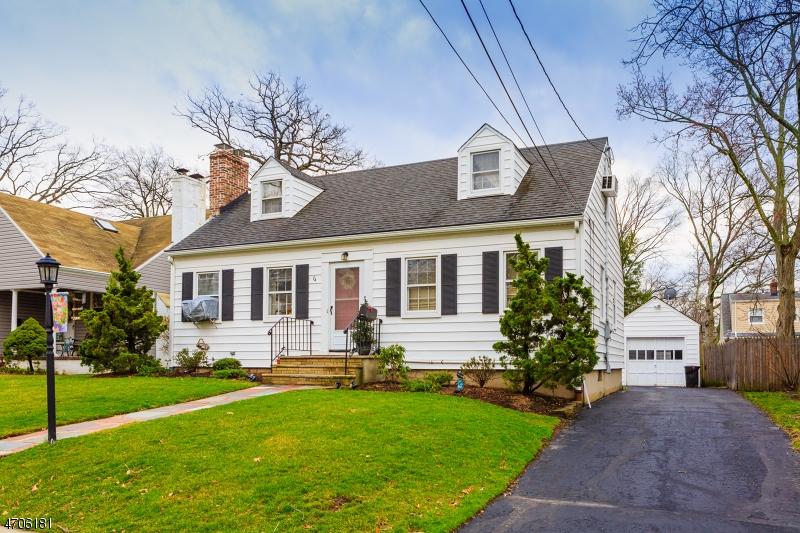 Casa Unifamiliar por un Venta en 74 MC DERMOTT Place Fanwood, Nueva Jersey 07023 Estados Unidos