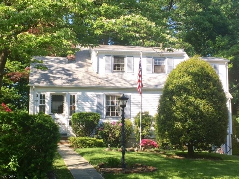 Частный односемейный дом для того Продажа на 23 Monroe Avenue Roseland, Нью-Джерси 07068 Соединенные Штаты
