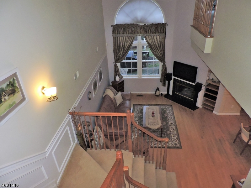Maison unifamiliale pour l Vente à 14 Kent Dr, C0140 Roseland, New Jersey 07068 États-Unis