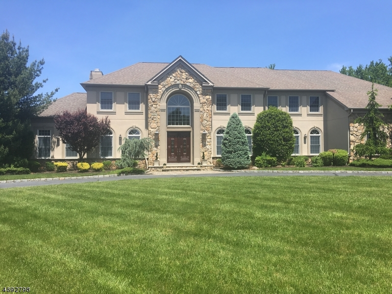 Maison unifamiliale pour l Vente à 9 Carri Farm Court Scotch Plains, New Jersey 07076 États-Unis