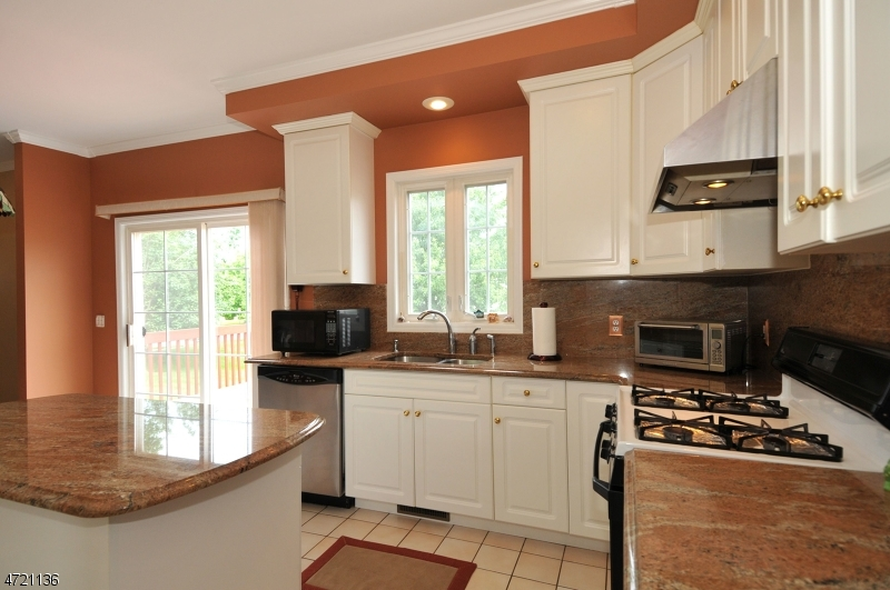 Additional photo for property listing at 53 Vones Lane  Raritan, Nova Jersey 08869 Estados Unidos