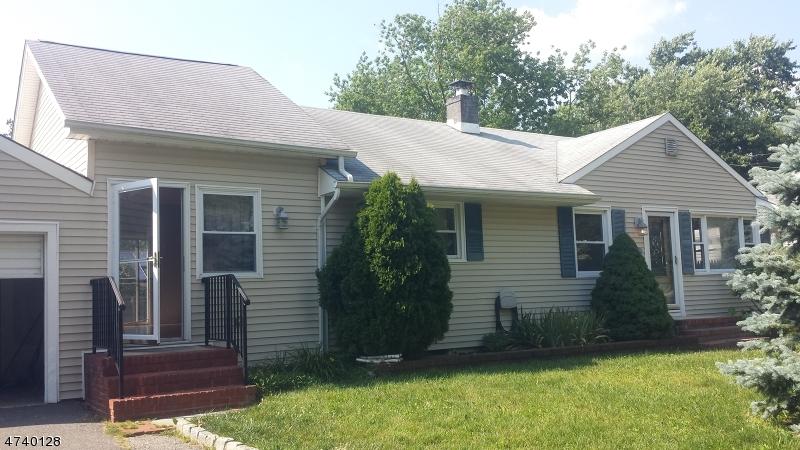 Casa Unifamiliar por un Venta en 21 Reynolds Drive Eatontown, Nueva Jersey 07724 Estados Unidos