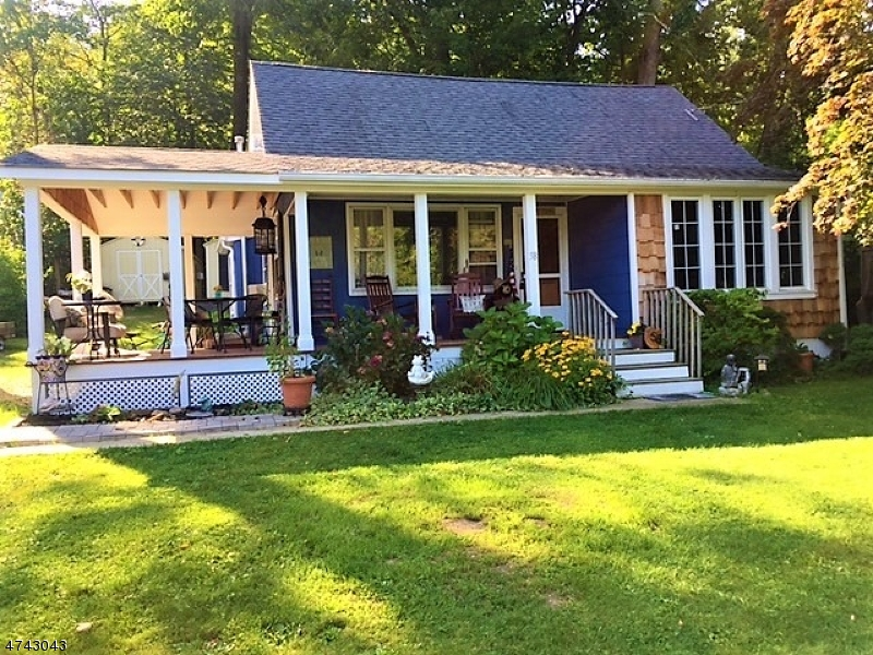 Single Family Home for Sale at 58 Sterling Road Greenwood Lake, New York 10925 United States