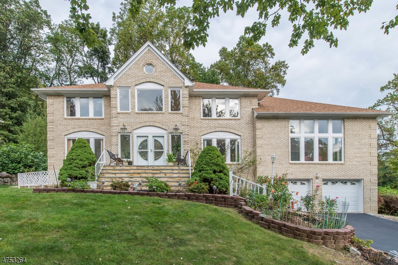 Single Family Home for Sale at 31 Meadow Bluff Road 31 Meadow Bluff Road Parsippany, New Jersey 07950 United States