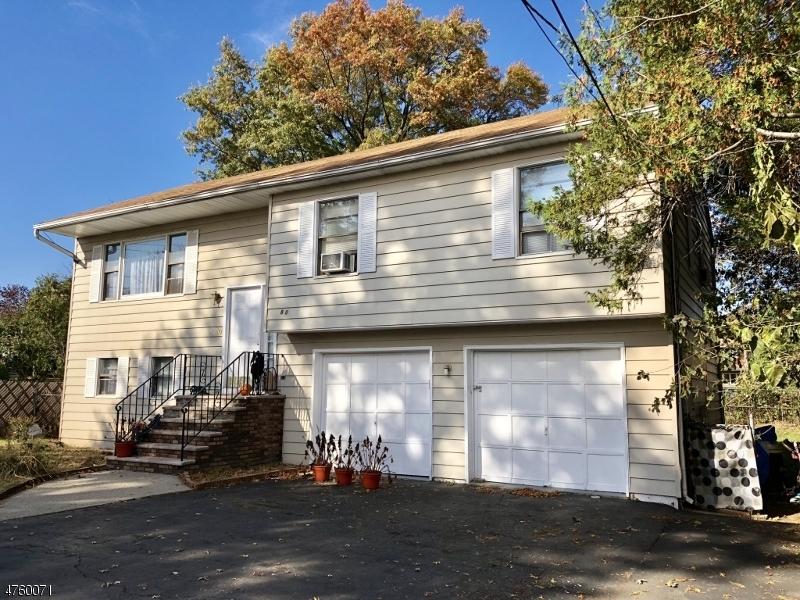 واحد منزل الأسرة للـ Sale في 80 W 2nd Street 80 W 2nd Street Clifton, New Jersey 07011 United States