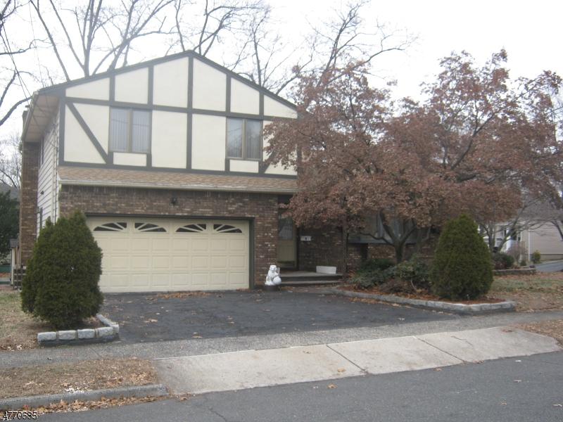 Nhà ở một gia đình vì Bán tại 81 Hastings Avenue 81 Hastings Avenue Nutley, New Jersey 07110 Hoa Kỳ