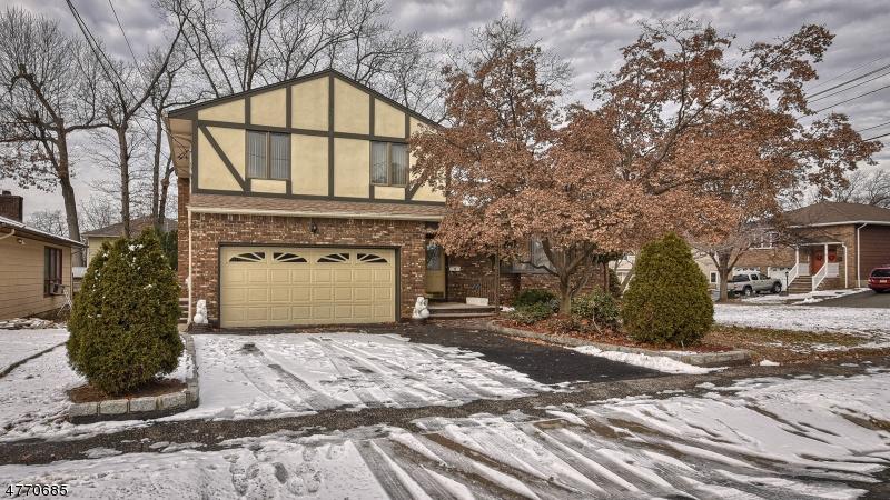 独户住宅 为 销售 在 81 Hastings Avenue 纳特利, 新泽西州 07110 美国