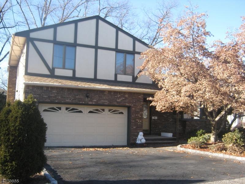 Casa Unifamiliar por un Venta en 81 Hastings Avenue Nutley, Nueva Jersey 07110 Estados Unidos