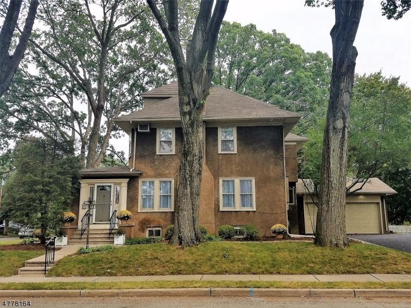 Maison unifamiliale pour l Vente à 25 Birchwood Road Glen Rock, New Jersey 07452 États-Unis