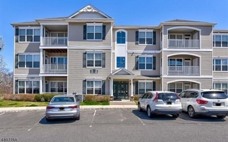 公寓 / 联排别墅 为 销售 在 312 Sloan Court Matawan, 新泽西州 07747 美国
