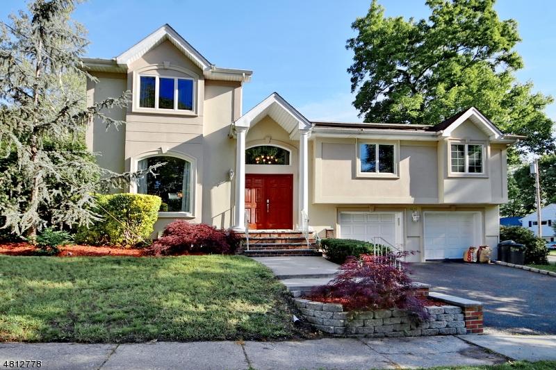 Частный односемейный дом для того Продажа на 38 TIERNEY PL 1X Fair Lawn, Нью-Джерси 07410 Соединенные Штаты
