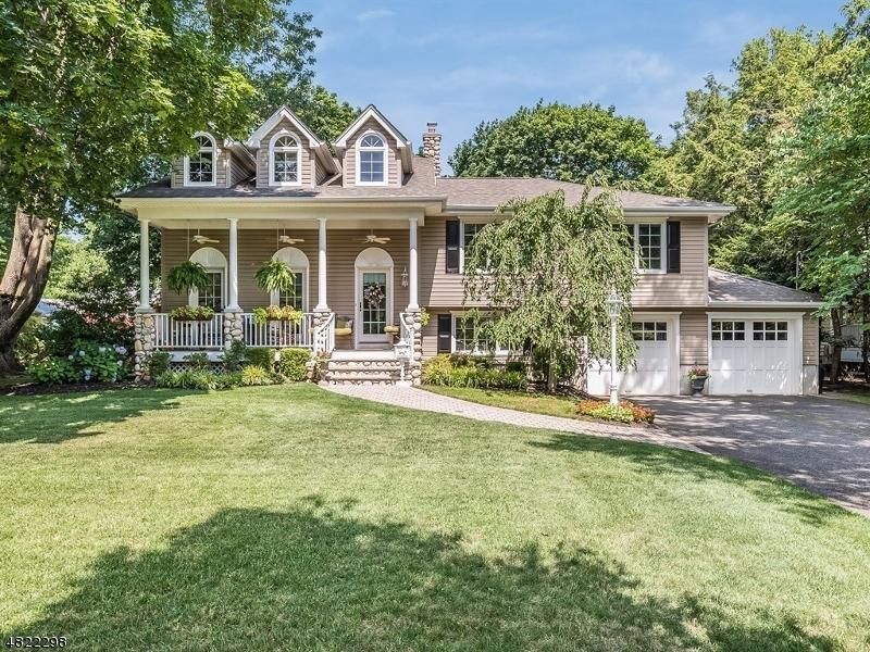Maison unifamiliale pour l Vente à 38 DE YOUNG Road Glen Rock, New Jersey 07452 États-Unis