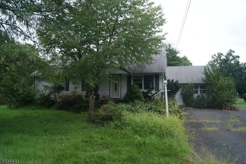 Maison avec plusieurs logements pour l Vente à 498 COUNTRY CLUB Road Bridgewater, New Jersey 08807 États-Unis