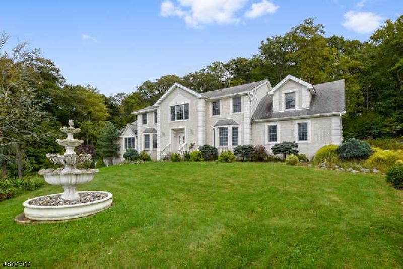 Maison unifamiliale pour l Vente à 24 STONEHEDGE Drive Hardyston, New Jersey 07460 États-Unis