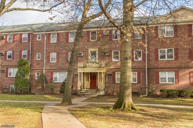 Condo / Townhouse pour l Vente à 500 S CENTER Street Orange, New Jersey 07050 États-Unis