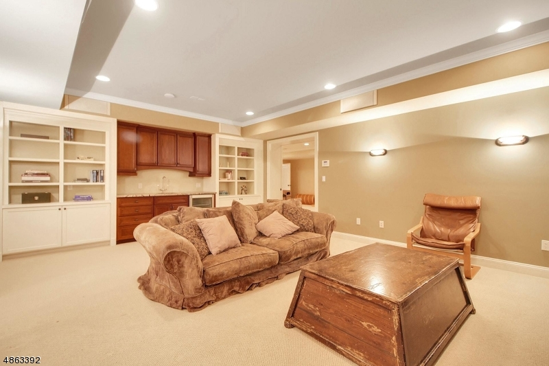Additional photo for property listing at 4 WINDSOR RD 4 WINDSOR RD Summit, New Jersey 07901 United States