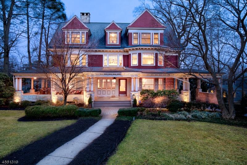 Maison unifamiliale pour l Vente à 624 RIDGEWOOD Road Maplewood, New Jersey 07040 États-Unis