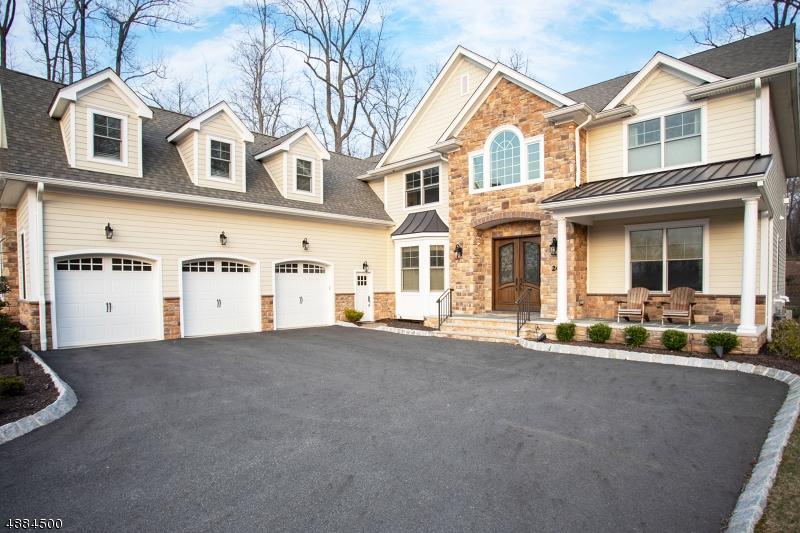 Maison unifamiliale pour l Vente à 24 SHENANDOAH Drive North Caldwell, New Jersey 07006 États-Unis