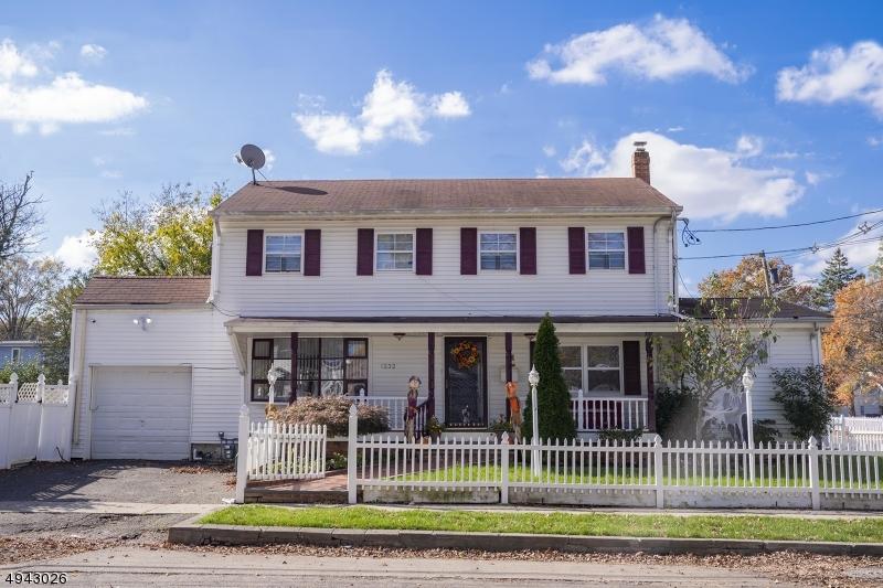 Single Family Homes för Försäljning vid Roselle, New Jersey 07203 Förenta staterna