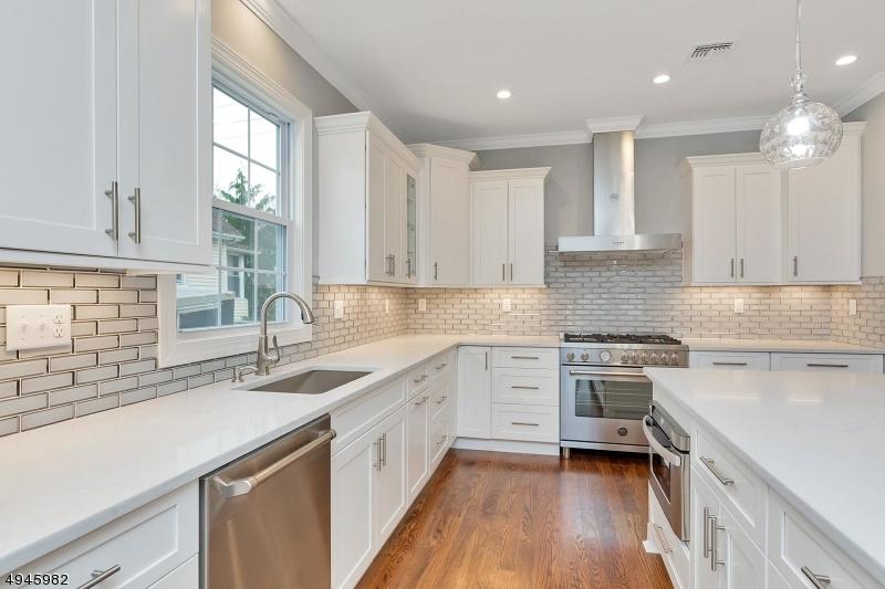 Single Family Homes للـ Sale في Roselle Park, New Jersey 07204 United States