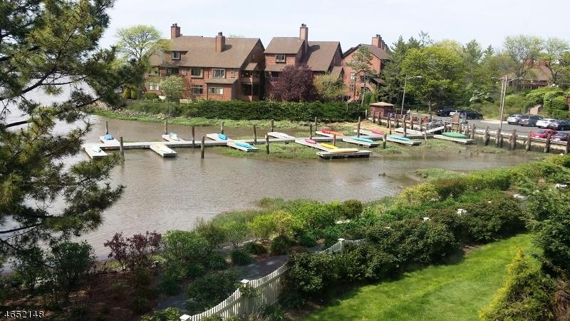 Частный односемейный дом для того Продажа на 187 Sandcastle Ky Secaucus, Нью-Джерси 07094 Соединенные Штаты