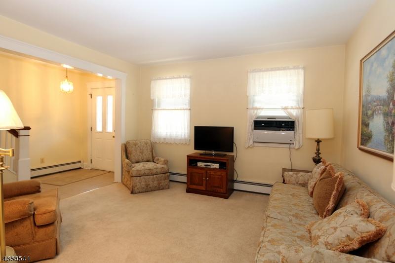 Additional photo for property listing at 211 Vine Street  Elizabeth, New Jersey 07202 États-Unis