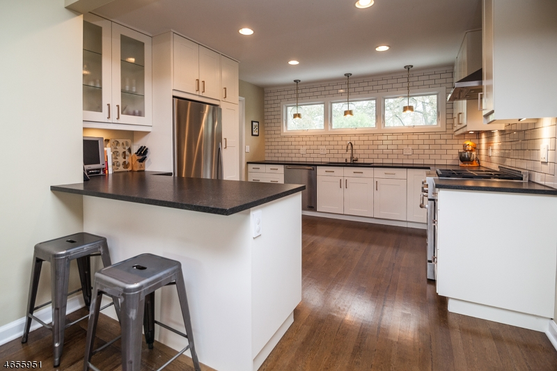 Additional photo for property listing at 82 Woodland Road  Madison, Nueva Jersey 07940 Estados Unidos