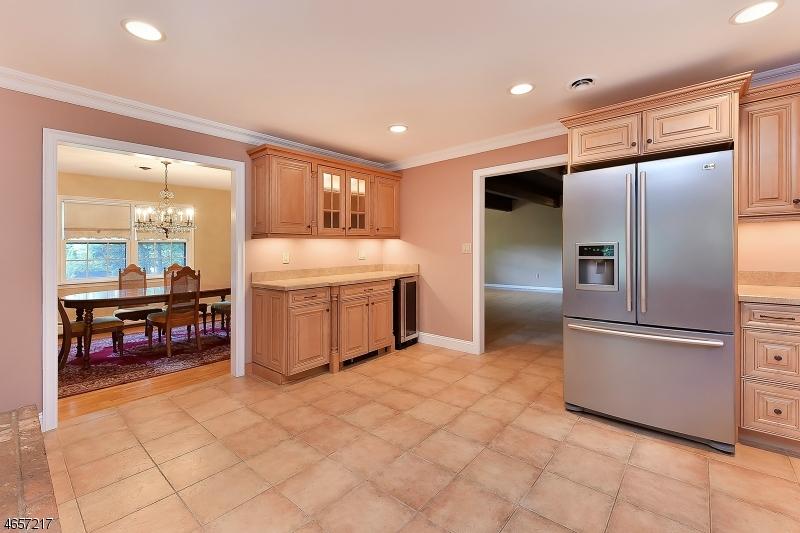 Additional photo for property listing at 16 Lehman Street  Mahwah, Нью-Джерси 07430 Соединенные Штаты