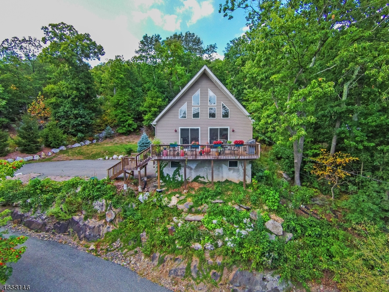 Maison unifamiliale pour l Vente à 89 Jersey Avenue Greenwood Lake, New York 10925 États-Unis