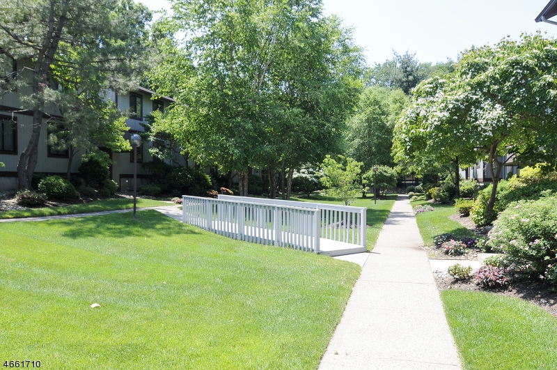 Additional photo for property listing at 50 Rock Road  Hawthorne, New Jersey 07506 United States