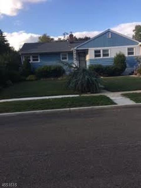 Maison unifamiliale pour l à louer à 429 E 5th Avenue Roselle, New Jersey 07203 États-Unis