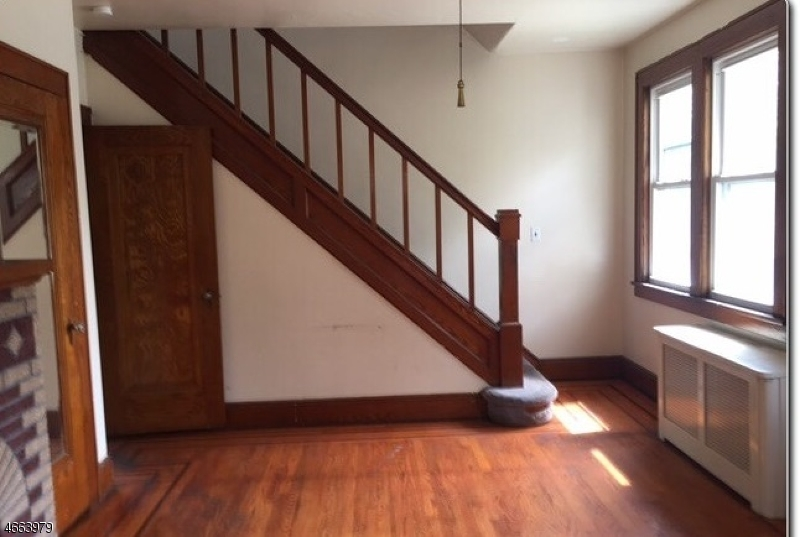 Additional photo for property listing at 379 Dye Avenue  Elmwood Park, New Jersey 07407 United States