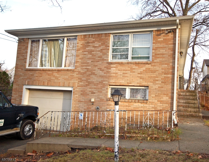 Einfamilienhaus für Verkauf beim 88 Hill Street 88 Hill Street Belleville, New Jersey 07109 Vereinigte Staaten