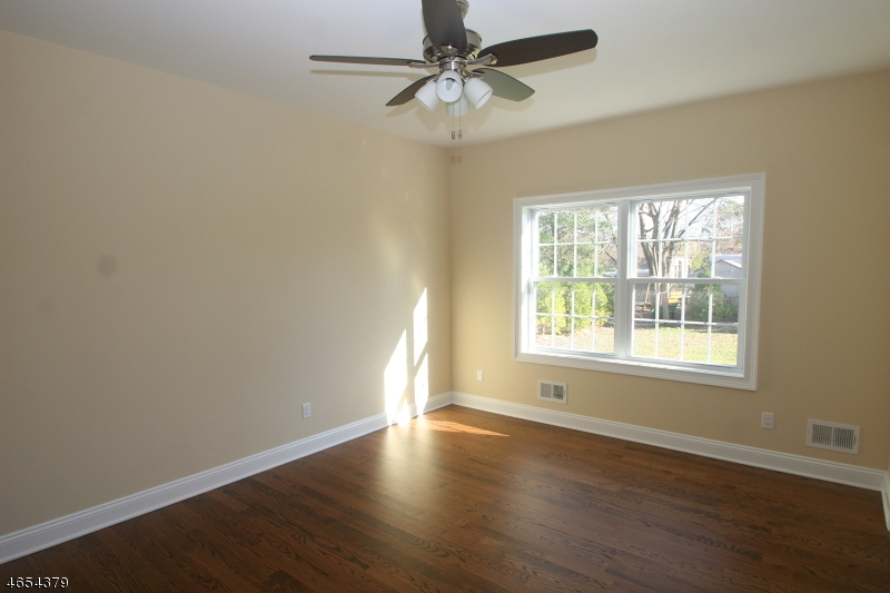Additional photo for property listing at 4 Ely Court  Bridgewater, Nueva Jersey 08807 Estados Unidos