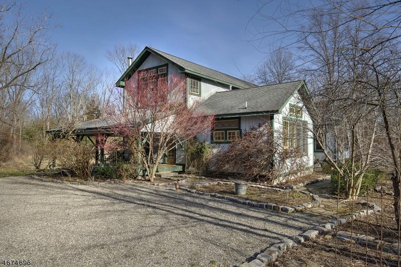 Частный односемейный дом для того Продажа на 38 Vliettown Road Oldwick, 08858 Соединенные Штаты