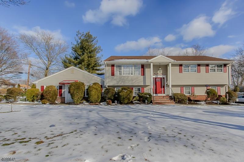 Maison unifamiliale pour l Vente à 359 N Beverwyck Road Parsippany, New Jersey 07054 États-Unis