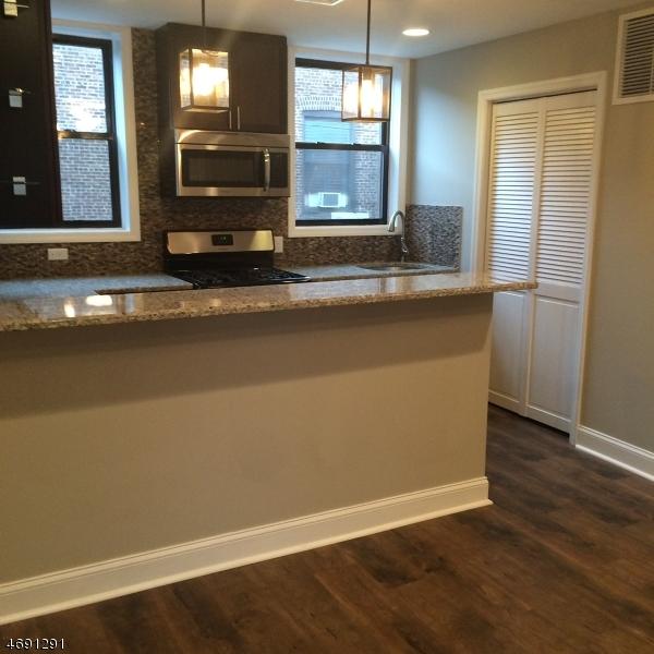 Частный односемейный дом для того Аренда на 41-51 E Cherry Street Rahway, Нью-Джерси 07065 Соединенные Штаты