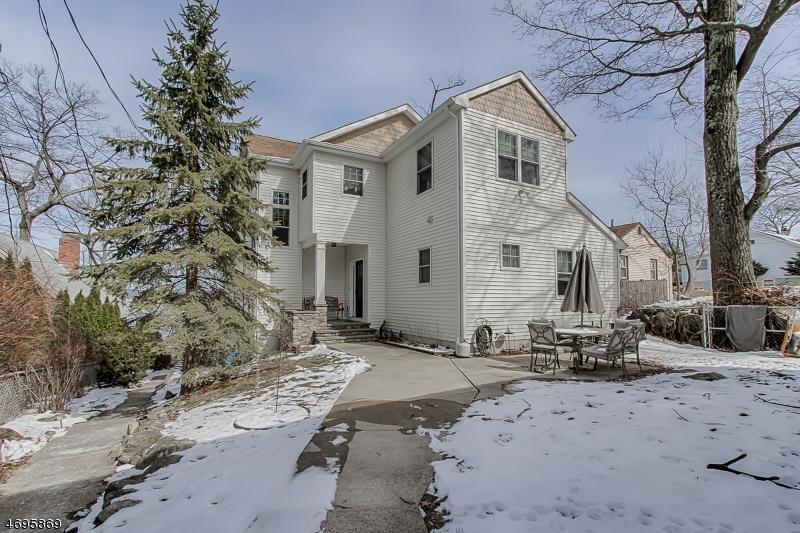 Частный односемейный дом для того Продажа на 121 Maxim Drive Hopatcong, Нью-Джерси 07843 Соединенные Штаты