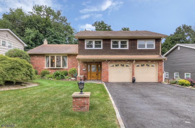 独户住宅 为 销售 在 18 Condit Court 罗斯兰德, 新泽西州 07068 美国