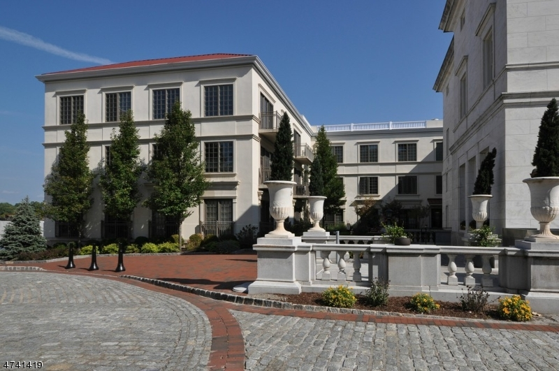 Частный односемейный дом для того Аренда на 110 South St, 303 Morristown, Нью-Джерси 07960 Соединенные Штаты