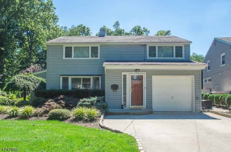 Частный односемейный дом для того Продажа на 28 Streetuart Street Waldwick, Нью-Джерси 07463 Соединенные Штаты