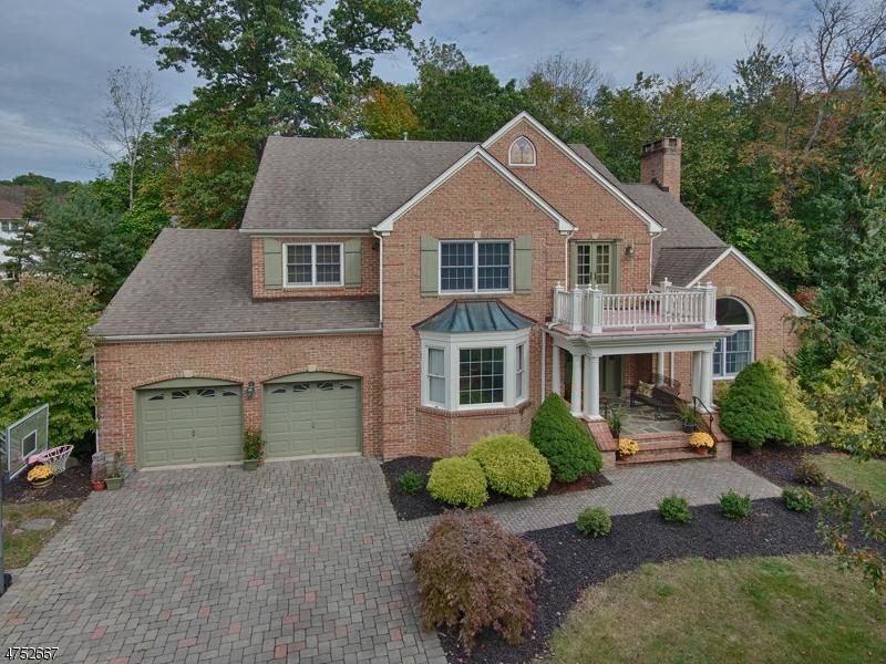Maison unifamiliale pour l Vente à 7 Ash Circle Morris Plains, New Jersey 07950 États-Unis