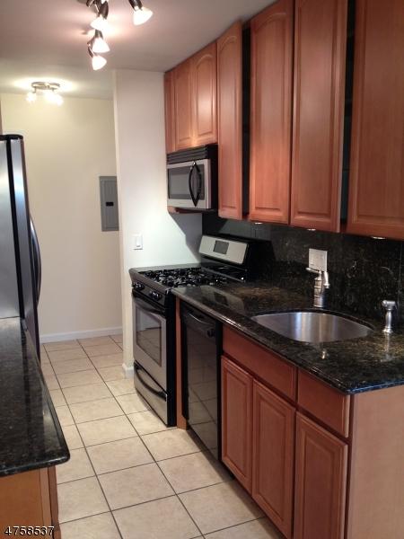 Частный односемейный дом для того Аренда на 825 Main Street Belleville, Нью-Джерси 07109 Соединенные Штаты